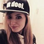 Foto van @lotje_ster op Instagram met een Ok doei. pet (snapback)